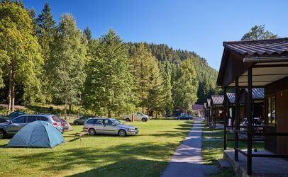 Ať už do stanu nebo do chatky, v autokemp Bučnice u Adršpachu se budete cítit příjemně.