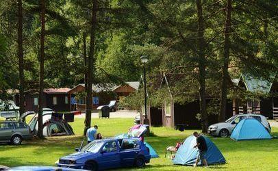 V autokempu Bučnice se můžete ubytovat ve stanech, chatkách, karavanech.