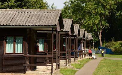 Autokemp Bučnice u Adršpachu nabízí ubytování v chatkách.